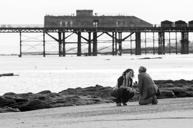 Marriage proposal photos on hastings beach-06bw
