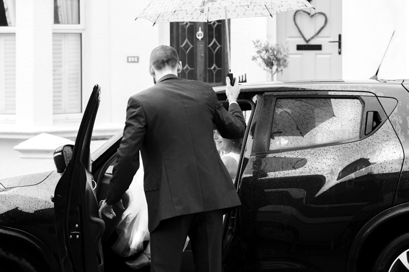 Manor Barn wedding - Newleyweds getting in to car